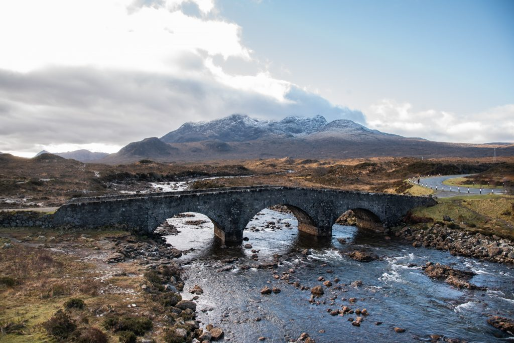 sligachan old bridge, isle of skye, scotland, roadtrip, mountains, river, bridge