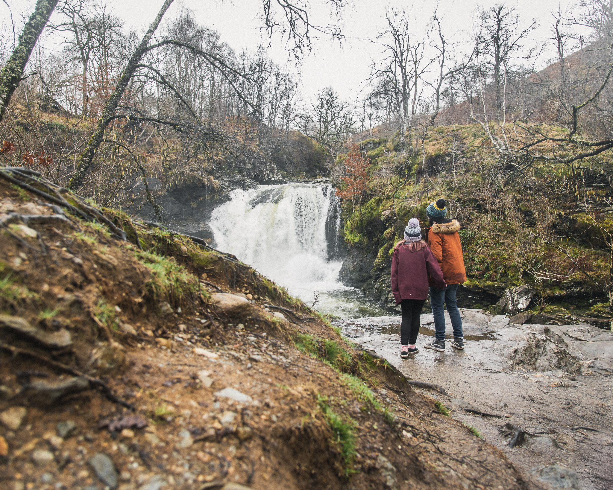 couple, scotland, falls of falloch, waterfall, travel couple