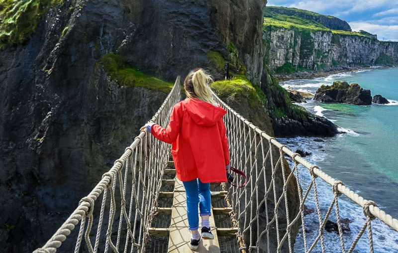 antrim causeway coast, carrick-a-rede rope bridge