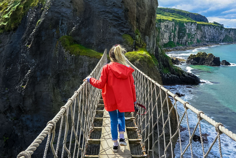 antrim causeway coast, carrick-a-rede rope bridge